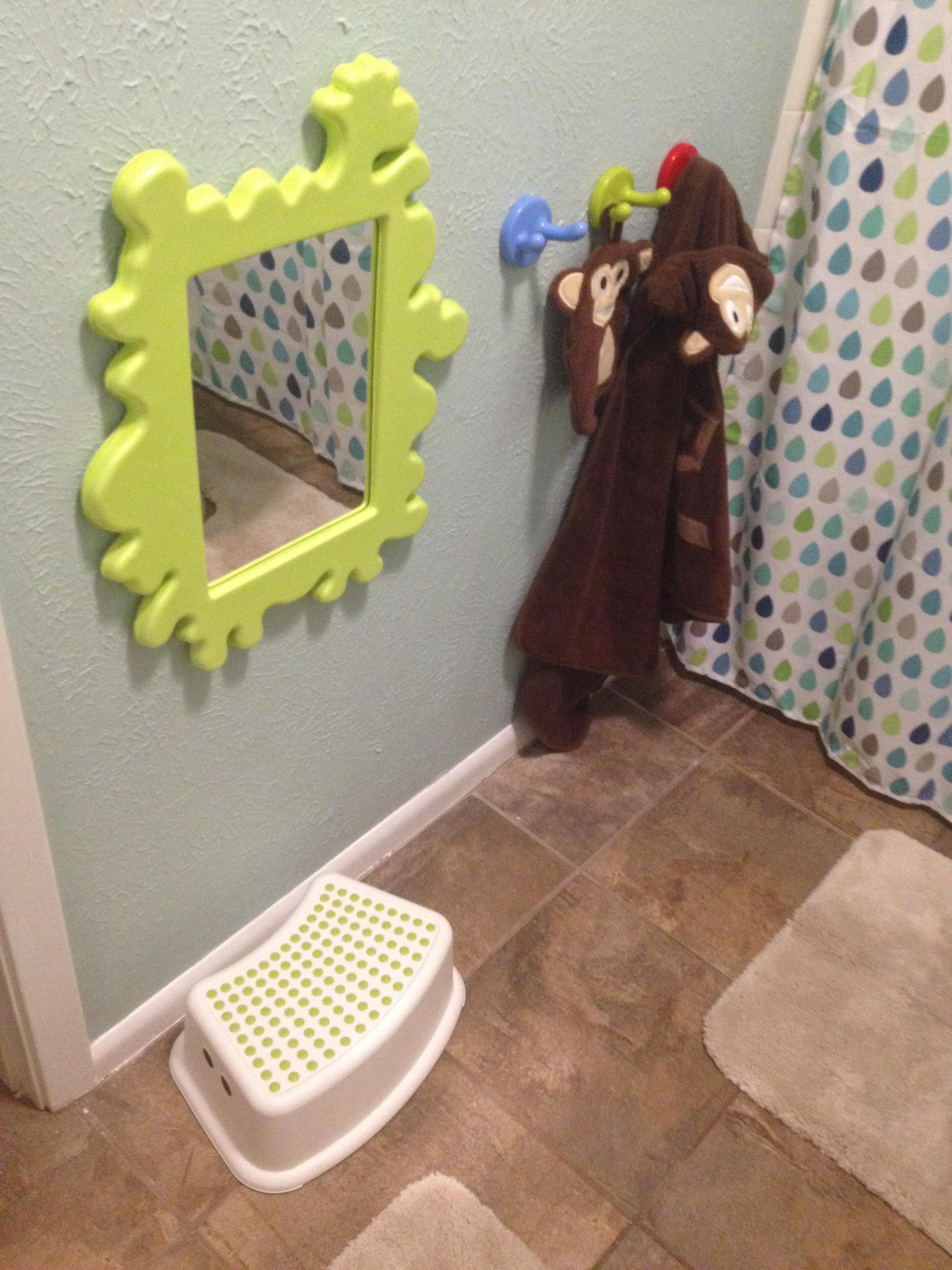Un bagno ad altezza di bimbo sicurezza fantasia ordine ergonomia - Altezza minima bagno ...