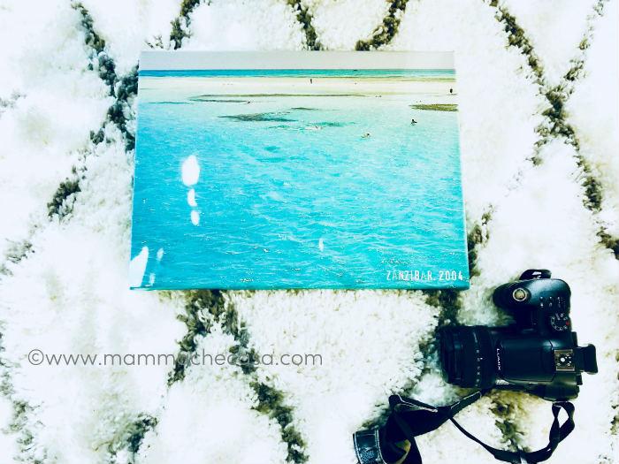 Pareti In Tela : Bianca tela sulla parete in soggiorno d render u foto stock